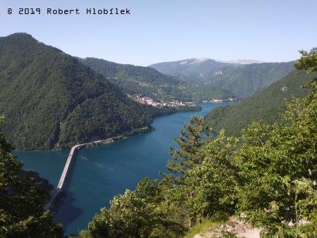 Černá Hora, přehrada Mratinje na řece Piva, délka 30 km