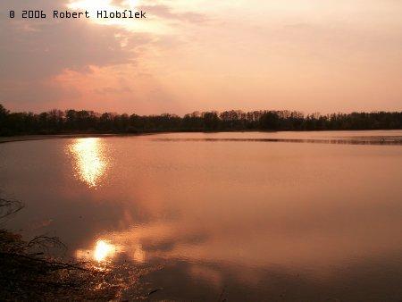 Západ slunce nad jedním z rybníků
