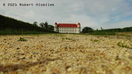 Holešovský zámek z dronu před vzletem