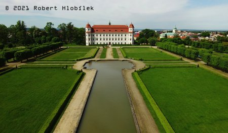 Holešovský zámek z výšky