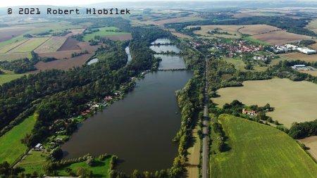 Štěrkopískové jezera u Hustopečí nad Bečvou z dronu