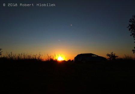 Poslední zářijový západ slunce na řece Moravě