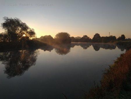 Východ slunce na řece Moravě