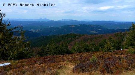 Výhled na Beskydy z rozhledny Stratenec