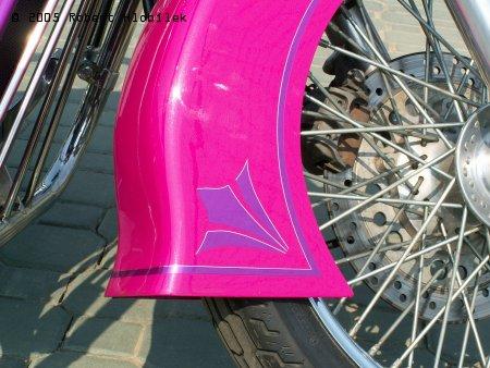 Růžovoučký chopper