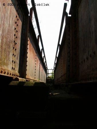 Mezi železničními mosty