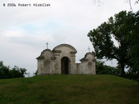 Kaplička za kostelem