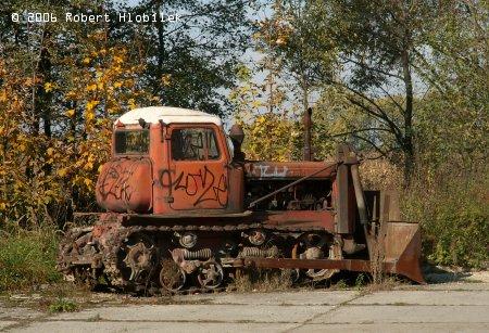 Starý ruský stroj v originálním laku poničený mladými vandaly