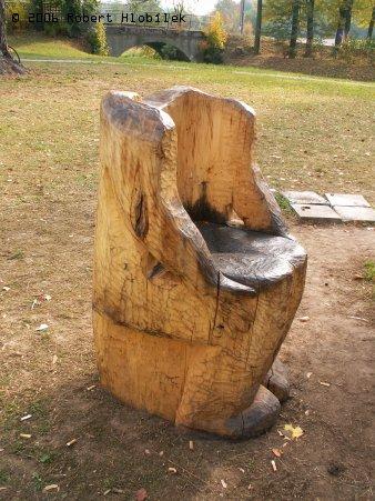 Křeslo v zámeckém parku Bartošovice